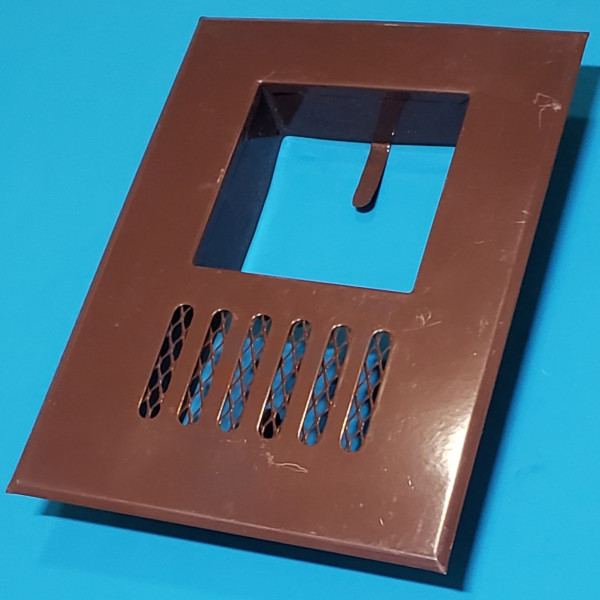 Решітка декоративна коричнева для витяжки на квадратну трубу